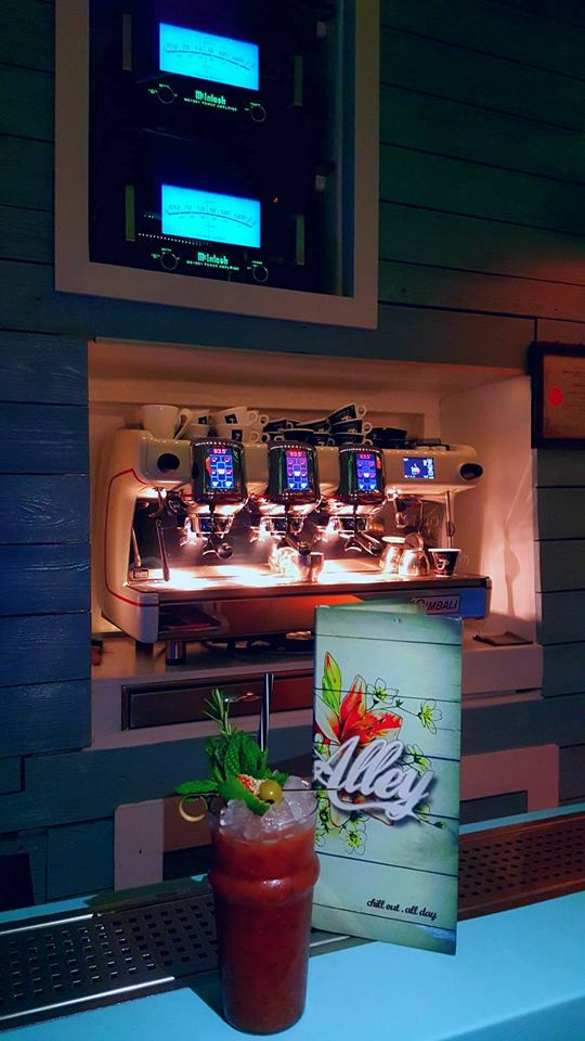 alley_mykonos_coffee